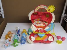 Vintage-1984-Care-Bears-Care-a-Lot-playset-complete-w-10-figures