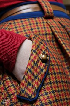 COME REALIZZARE UNA TASCA INTAGLIATA CON PATTINA INSERITA lo trovate sul blog www.ateliervicolon6.com