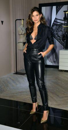 Sara Sampaio Feb 2019 # Casual Outfits dresses victoria secret More Culture Less Pop Leather Pants Outfit, Black Leather Pants, Leather Trousers, Leder Outfits, Outfits Damen, Night Outfits, Casual Outfits, Look Fashion, Womens Fashion