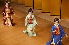 Oiran & Geisha; The geiko Toshikana flanked by the maiko Kimitoyo and the maiko Fukucho dancing together. (Source)