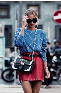 Fashion Trends Blue Sweatshirt Plus Red Leather Skirt Plus Bag Ideas Skirt Leather Outfit Color Combos Look Fashion, Autumn Fashion, Fashion Outfits, Womens Fashion, Fashion Trends, Fashion Mode, Jeans Fashion, Fashion Blogger Style, Green Fashion