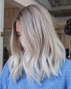 Dark Brown Hair with Cinnamon Balayage - 20 Must-Try Subtle Balayage Hairstyles - The Trending Hairstyle Ice Blonde Hair, Light Blonde Hair, Blonde Hair Looks, Platinum Blonde Hair, Short Blond Hair, Curly Hair, Hair Updo, Short Hair Colour, Blonde Hair Outfits