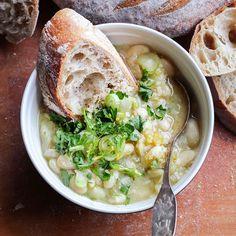 Minulle tammikuu on keittojen aikaa. Mielestäni ihan parhaita ovat papu- ja linssikeitot, jotka nautitaan hyvän leivän kanssa. Ne ovat ...