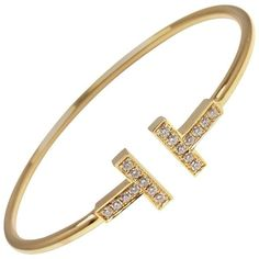 Preowned Tiffany & Co. Diamond T Yellow Gold Bangle Bracelet (9.220 BRL) ❤ liked on Polyvore featuring jewelry, bracelets, bangles, yellow, diamond jewelry, hinged bracelet, yellow gold bangle, bangle bracelet and gold hinged bangle