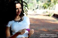 Alessandra Ceccato modelando no curso de Fotografia.