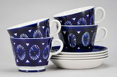 "TEKOPPAR, 4 st, porslin, ""Fiesta"", Ulla Procopé, Arabia. Ceramic Cups, Ceramic Pottery, Swedish House, Fun Cup, Porcelain Ceramics, Delft, Retro Vintage, Tea Cups, Blue And White"