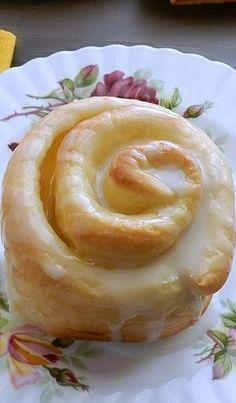 Lemon Curd Sweet Rolls - from Cooking with Curls : Food And Cuisine Lemon Curd Dessert, Lemon Desserts, Lemon Recipes, Baking Recipes, Sweet Recipes, Lemon Curd Recipe, Gourmet Desserts, Lemon Curd Uses, Lemon Curd Cake