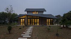 Casa con techo plegado / TOOB STUDIO