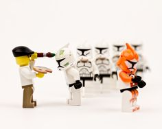 Brilliant LEGO-Made Scenes Of Star Wars Characters In Hilarious Situations. Star Wars Love, Star Wars Art, Lego Star Wars, Legos, Aniversario Star Wars, Lego Stormtrooper, Starwars Lego, Lego Minifigs, Lego War