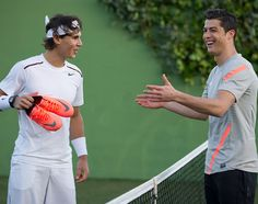 What if Rafael Nadal and Christiano Ronaldo play tennis? Rafael Nadal, Nike Football, Cristiano Ronaldo Si, Ronaldo Soccer, Men's Health España, Real Madrid, Soccer Gifs, Sports Marketing, Best Commercials