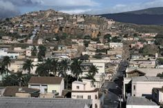 In Tegucigalpa, Honduras there is so much crime that residents and tourists alike are advi. Tegucigalpa, Going On Holiday, Travel News, Honduras, San Francisco Skyline, Places Ive Been, Paris Skyline, Mansions, House Styles