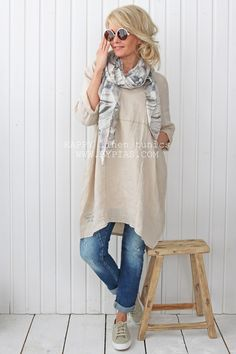 HAPPY Tunic, SAND Boho Fashion Over 40, Over 50 Womens Fashion, 50 Fashion, Fashion Outfits, Mode Cool, Casual Outfits, Cute Outfits, Quoi Porter, Cooler Look