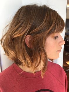 Cute Short Hairstyles with Bangs for Women in 2019 - Aktuelle Damen Frisuren Short Hair With Bangs, Cute Hairstyles For Short Hair, Girl Short Hair, Pretty Hairstyles, Short Hair Cuts, Short Hair Styles, Hairstyle Ideas, Shoulder Length Hair Bangs, Shaggy Bob Hairstyles