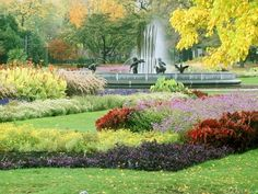 Parque Lincoln, localizado em Chicago, estado de Illinois, USA. É um parque de 1.208 acres ao longo da beira do lago de Chicago, de frente para o Lago Michigan. É o maior parque público de Chicago e o 2º mais visitado nos Estados Unidos. Caracteriza-se por ter praias, áreas de lazer, reservas naturais, e portos. Há jardins, arte pública, refúgios de aves, um zoológico, uma estufa, o Museu de História de Chicago, o Museu Natural Peggy Notebaert, o Lago de lírios Alfred Caldwell, e um teatro.