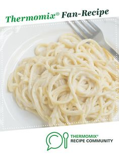 Vegan Alfredo Sauce by SaraMatthews. A Thermomix. Can use different pasta and add chicken & portobello mushrooms (sauteed in butter & water) Pasta Alfredo Receta, Vegan Alfredo Sauce, Dairy Free Recipes, Vegan Recipes, Cooking Recipes, Gluten Free, Pasta Recipes, Vegan Vegetarian, Paleo