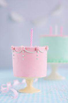 Find your birthday cake inspiration with this collection of darling girls cakes. Perfect for your lovely girls birthday party! Fancy Cakes, Cute Cakes, Pretty Cakes, Mini Cakes, Beautiful Cakes, Amazing Cakes, Cupcake Cakes, Sweet Cakes, Simply Beautiful