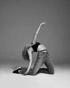 High Fashion Poses, Fashion Model Poses, Human Poses Reference, Pose Reference Photo, Dance Photography Poses, Dance Poses, Picture Poses, Photo Poses, Body Poses
