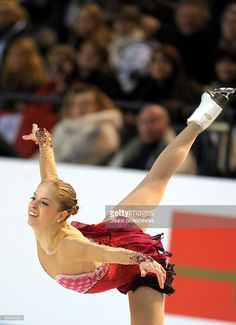 Italy's Carolina Kostner performs in the Ladies' Short Program at the 2010 European Figure Skating Championships on January 2010 in Tallinn. Get premium, high resolution news photos at Getty Images Ice Skating, Figure Skating, Carolina Kostner, Ice Girls, January 22, Fire And Ice, Photo Credit, Skate, Ladies Figure