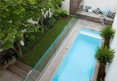 These two small backyard ideas beautifully incorporate swimming pools into outdoors, creating gorgeous, functional, pleasant and chic outdoor living spaces with inviting small dining areas and miniature garden designs