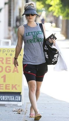 22d5ed0e685 Kaley Cuoco Leaving a Yoga Class in Sherman Oaks 8 14 15 Celebrity Workout