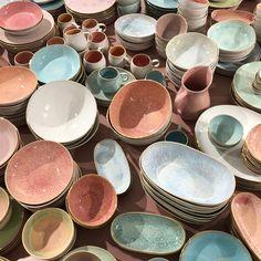 Motel a Miio Ceramic Shop, Ceramic Design, Ceramic Plates, Ceramic Pottery, Pottery Art, Ceramic Art, Slab Pottery, Pottery Studio, Handmade Ceramic