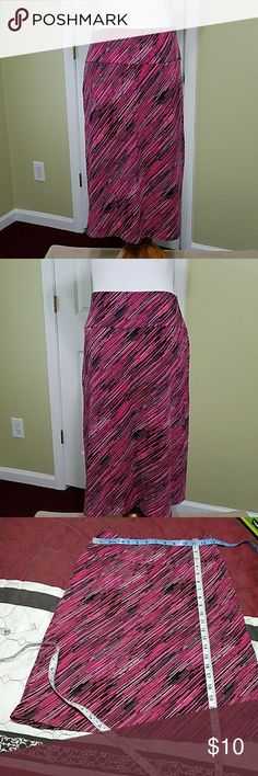 New York & Company stretch skirt New York & Company stretch skirt. In good condition.  Length is about 23 inches.  Waist is about 26 inches.  Materials shown in pictures. New York & Company Skirts