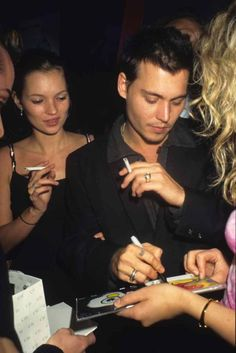 Katt Moss and Johnny Depp Malboro, La Reverie, Young Johnny Depp, Heroin Chic, Johny Depp, 90s Models, Strip, Jackie Kennedy, Kate Moss