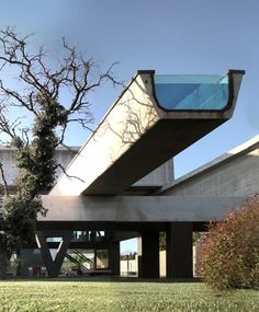 What can one say about Hemeroscopium House in Madrid, by Antón García- Abril? It was built in just seven days, out of seven massive structural elements. And yes, that thing cantilevering out the front on top is a swimming pool.
