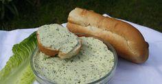 Domowe masło jest niezwykle proste i szybkie w wykonaniu, a smak bije gotowe masła na głowę. Dodatkowo domowe masło jest duzo zdrowsze ...