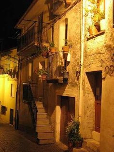 Platania Italy at night Most Beautiful, Beautiful Places, Crete, Bella, The Incredibles, Earth, Spaces, Night, Italia