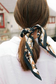 5 Ways To Wear A Silk Scarf This Summer - The Coastal Confidence - Hair scarf styles - Hair Scarf Styles, Curly Hair Styles, Headband Hairstyles, Braided Hairstyles, Scarf Hairstyles Short, Hairstyle Ideas, Updo Hairstyle, Hair Day, Your Hair