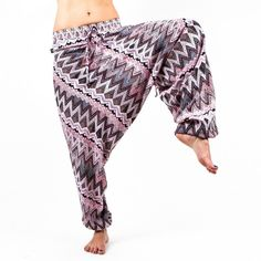 The Savannah harem pant is your travel ready companion, wearable with anything from heels to sandals to even barefoot. Great wrinkly or pressed, you can leave them hanging around your ankles or hike t