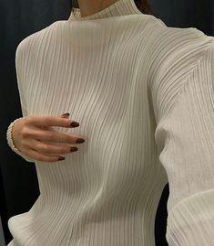 Issey Miyake, spring/summer By Irving Penn. Look Fashion, Fashion Details, Fashion Beauty, Winter Fashion, Fashion Outfits, Womens Fashion, Fashion Design, Fashion Clothes, Street Fashion