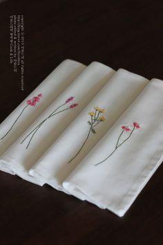자수 시작한지 벌써 3개월이 지났네요.. 아직까지 부족한 솜씨지만..그래도 그 동안 열심히 배운 솜씨를 발... Herb Embroidery, Hand Embroidery Flowers, Embroidery On Clothes, Embroidery Works, Hand Embroidery Stitches, Embroidered Flowers, Embroidery Designs, Bordado Floral, Decoration Table