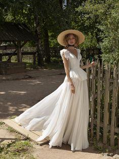 Bridal Gowns, Wedding Gowns, Wedding Hijab, Royal Wedding Dresses, Lace Wedding, Wedding Cakes, Pretty Dresses, Beautiful Dresses, Garden Wedding Dresses