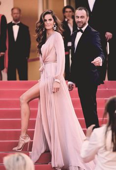 """Izabel Goulart (in Ralph & Russo) attends the """"Julieta"""" premiere during the 69th annual Cannes Film Festival on May 17, 2016 in Cannes, France."""