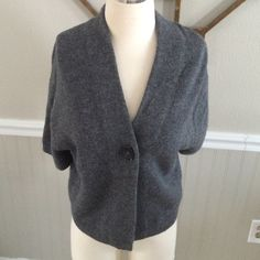 """Vince cashmere blend sweater In EUC!  No piling, snags or stains.  30% alpaca 30% wool and 40% cashmere.  Measures 23"""" long and 19"""" armpit to armpit Vince Sweaters Cardigans"""