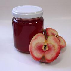 メイポールのジュレ クラブアップルで作るジュレ。 メイポールは果肉が赤く 素敵な香りが残ります。
