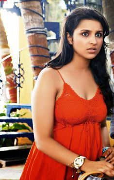 Bollywood Actress Parineeti Chopra Hot Photos and Wallpapers | Hot Images