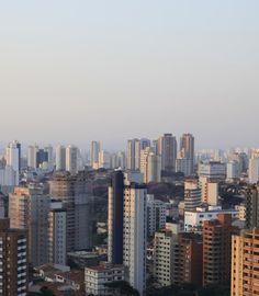 Localizada na Zona Sul de São Paulo, a Vila Mariana é um dos bairros mais nobres e famosos da capital. Os restaurantes e bares boêmios enfeitam as noites com mesas e cadeiras nas calçadas.