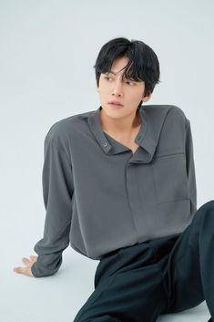 Asian Actors, Korean Actors, Ji Chang Wook Smile, Black And White Photo Wall, Korean Drama Quotes, Fabricated City, Song Joong Ki, Kdrama Actors, Cha Eun Woo