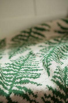 thecraftyliciouscrafter:  knittingbabe:  Pattern here  .