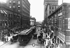 Sixth Avenue in Des Moines, Iowa, A trolley car shares Sixth Avenue with automobiles and horse drawn wagons in Des Moines, Iowa in (Photo Credit: © CORBIS) West Des Moines, Des Moines Iowa, Old Pictures, Old Photos, Current Picture, The Monks, Iowa State, History Photos, New Mexico