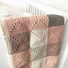 Hæklet babytæppe E-opskrift Crochet Fabric, Crochet Pillow, Love Crochet, Crochet Baby, Knit Crochet, Crochet Chart, Crochet Blanket Patterns, Knitting Patterns, Home Crafts