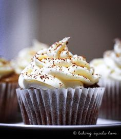 baking = love: Banoffee cupcakes with dulce de leche & cream cheese frosting