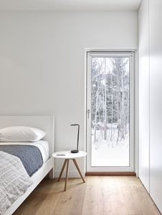 Bedroom, Bed, Table Lighting, Night Stands, and Light Hardwood Floor Photo 1 of 2406 in Best Bedroom Photos from Alta Chalet Minimalist Architecture, Minimalist Interior, Minimalist Bedroom, Modern Bedroom, Minimalist Design, Chalet Design, Light Hardwood Floors, Interior Minimalista, Bedroom Photos