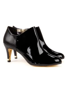 Caberi - Round toed ankle boot