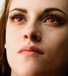 Bella looks blood thirsty in The Twilight Saga: Breaking Dawn - Part 2 trailer! New Twilight, Twilight Edward, Twilight Breaking Dawn, Breaking Dawn Part 2, Twilight Pictures, Twilight Series, Twilight Movie, Vampire Twilight, Bella Cullen