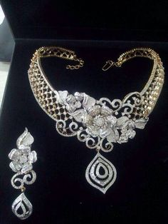 Diamond Sets India Jewelry, Jewelry Sets, Jewelry Accessories, Fine Jewelry, Jewelry Necklaces, Jewelry Design, Jewlery, Real Diamond Necklace, Diamond Jewelry