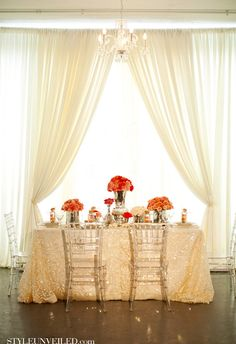 Wedding Tablescape with pretty pops of gold & coral / Estera Events / Olivia Leigh Photographie / via StyleUnveiled.com